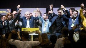Euforia en ERC, con el candidato a la alcaldía de Barcelona, Ernest Maragall, en el atril.