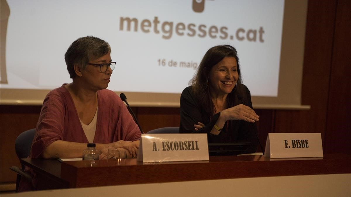 Las médicas Àngels Escorsell y Elvira Bisbe, este jueves en la presentación de la Associació de Metgesses de Catalunya.