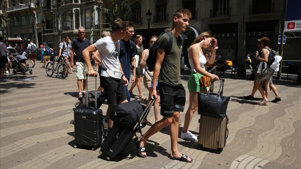 Turistas en el entorno de la Rambla.