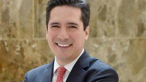Oliver Azuara.