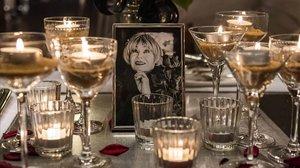 Una foto de Violeta la Burra, en una de las mesas del Dry Martini, en el homenaje de este jueves.