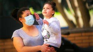 Adela Cabello con su hija María.