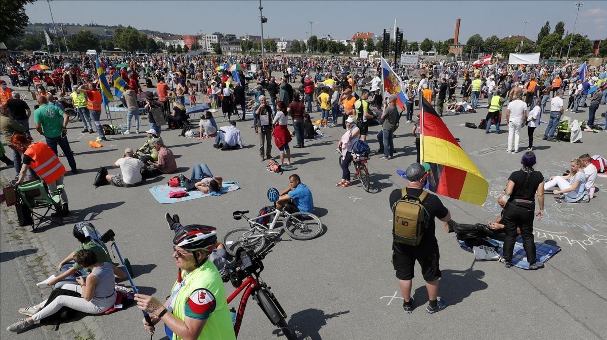 Les protestes contra les restriccions pel virus a Alemanya pugen de to