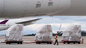 Madrid rep el seu tretzè avió carregat amb material sanitari