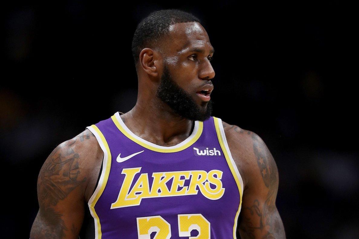 LeBron pone a ganar a los Lakers de L.A.