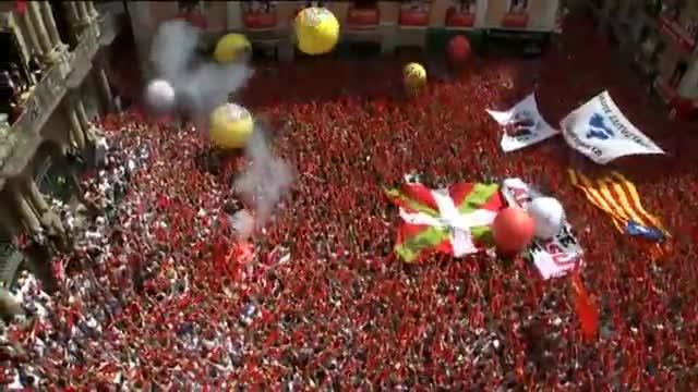 Pamplona comença les festes de Sant Fermí amb el tradicional txupinazo