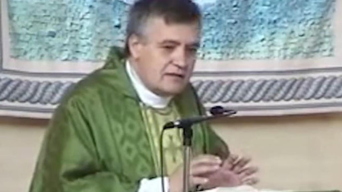 El párroco de Nuestra Señora de los Ángeles, de Madrid, Santiago Martín, en la polémica homilía.