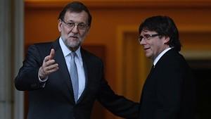 Mariano Rajoy y Carles Puigdemont, en el Palacio de la Moncloa.