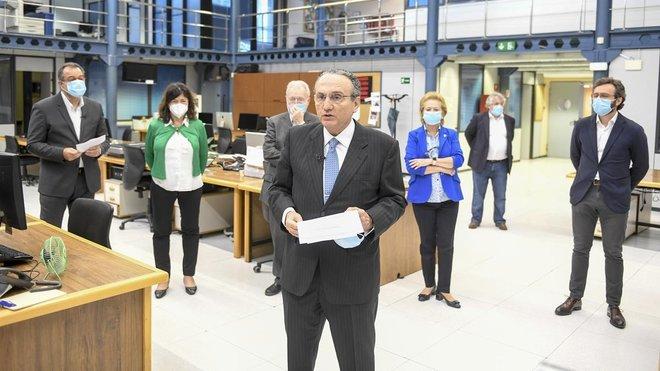 Javier Moll, presidente de Prensa Ibérica, se dirige a la redacción.