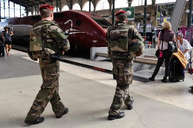 Militares patrullan en la Gare du Nord, en París.