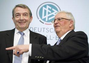 Theo Zwanziger y Horst R.Schmidt, exdirigentes de la Federación Alemana de Fútbol.