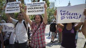 Acto reivindicativo contra los asesinatos machistas frente al Ayuntamiento de Valencia, en junio del 2017.