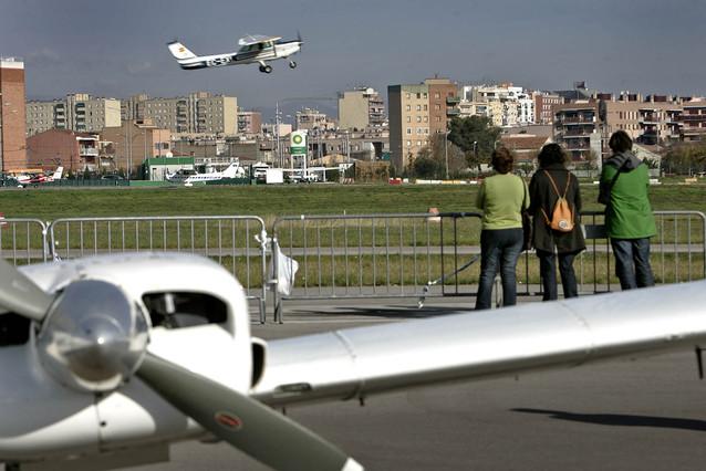 Un momento de la jornada de puertas abiertas en el aeropuerto de Sabadell, en el 2006.