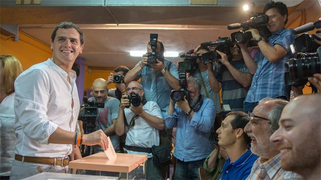 Albert Rivera vota en lHospitalet de Llobregat esta mañana