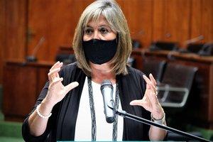 La alcaldesa de L'Hospitalet de Llobregat, Núria Marín, en rueda de prensa.