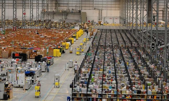 Vista general al almacén de Amazon en Peterborough, Inglaterra.