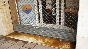 Ataque con excrementos contra la sede de Ciutadans en L'Hospitalet.
