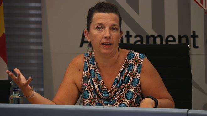 Laia Ortiz, teniente de alcalde del Ayuntamiento de Barcelona, rechaza la agresión de los manteros y afirma que se está actuando contra la venta ambulante.