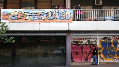 Barcelona cede la gestión de un local municipal en Gràcia a la asociación juvenil que lo okupó