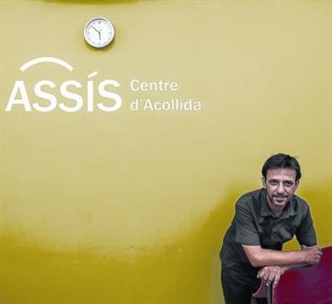 EN ASSÍS. Jesús Ruiz, en una de las salas del edificio de la oenegé que dirige, en el distrito de Sarrià Sant Gervasi.