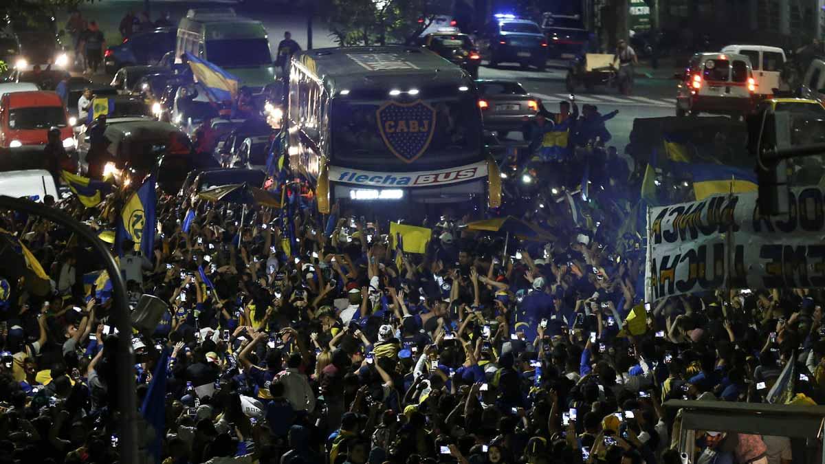 Boca Juniors se despide de los hinchas antes de viajar a Madrid.