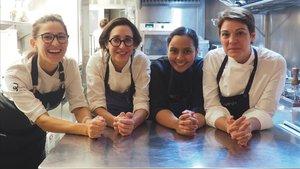 Carlota Claver (La Gormanda), con las'gormandas invitadas'Laura Veraguas (Iradier),Laila Bazahm (Hawker 45) yAriadna Julian (Monvínic).
