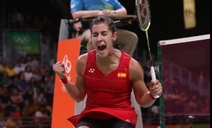 Carollina Marín celebra un punto en la semifinal