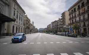 Calle vacía frente a al Estación de França, en Barcelona.