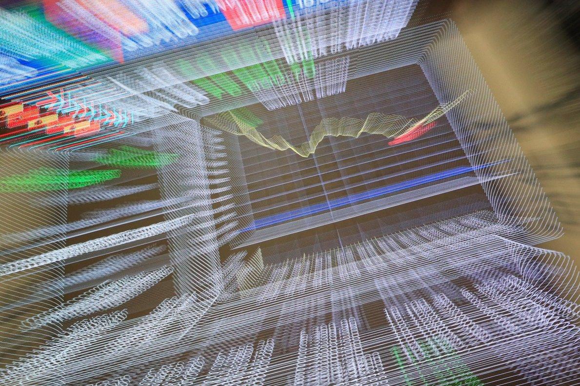 Paneles de la Bolsa de Madrid, un día después de la histórica caída del 14% del índice Ibex 35.