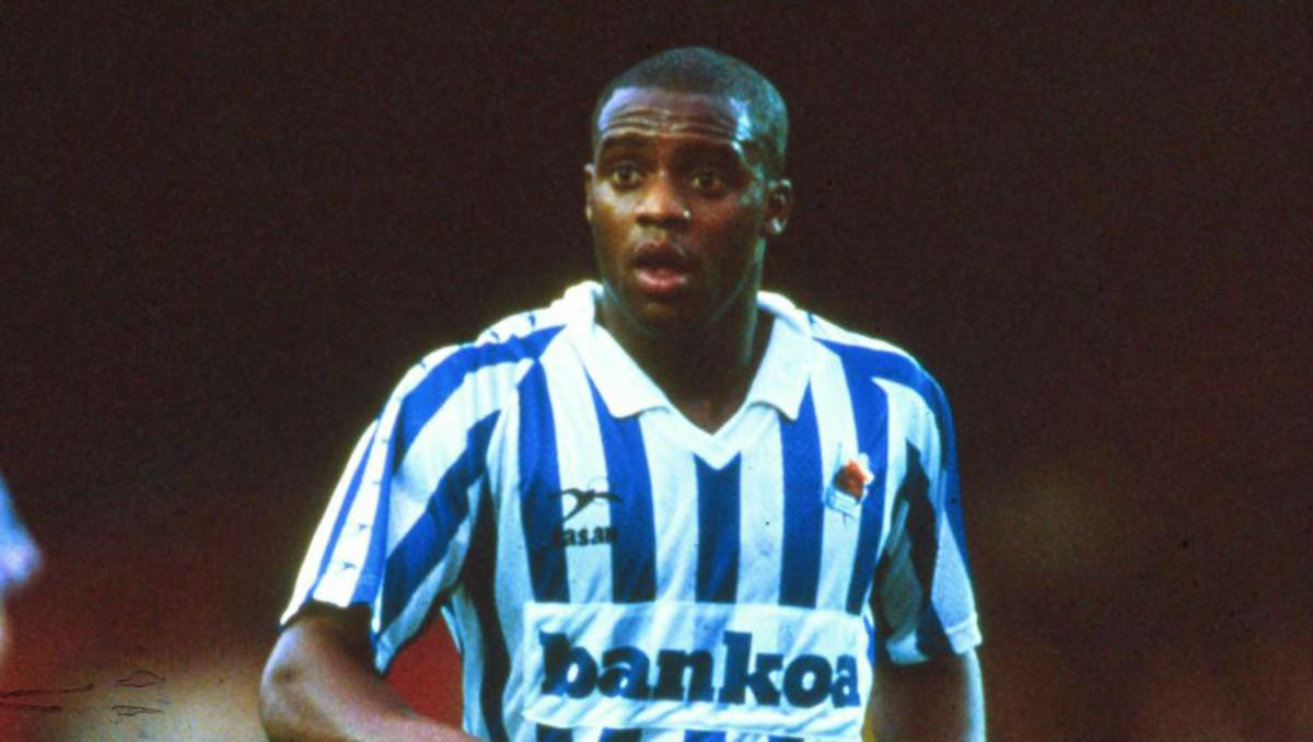 Dalian Atkinson, con la camiseta de la Real Sociedad.