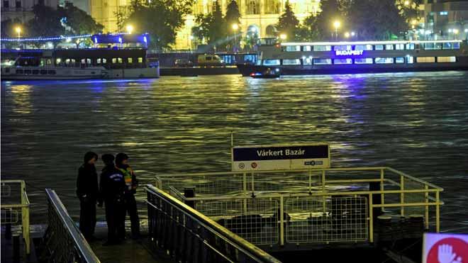 Set morts i 21 desapareguts en el naufragi d'un vaixell al riu Danubi