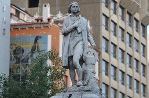 Vandalizan la estatua de Colón en el centro de La Paz