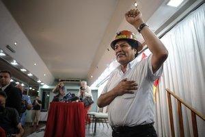 Morales se encuentra imposibilitado de competir por la presidencia.