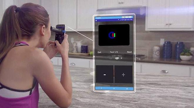 Eyeque, el dispositiu que permet graduar-se la vista a casa.
