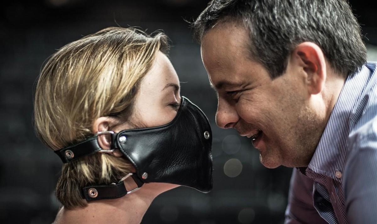 Mima Riera y David Bagés en una escena de la nueva producción de'Paraules encadenades', de Jordi Galceran, dirigida por Sergi Belbel.