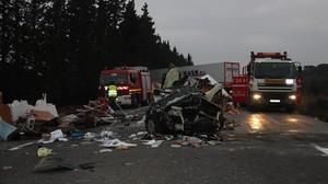 Accidente mortal en la N-340 en Camarles (Baix Ebre) entre un camión y una autocaravana, a mediados de diciembre del 2015.