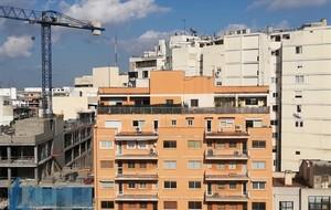 El Govern proposa que les comunitats de veïns puguin vetar els pisos turístics