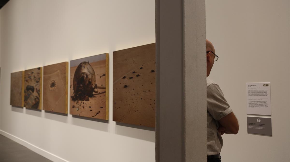 Fotos de la serie Fait, de Sophie Ristelhueber, en Caixaforum.