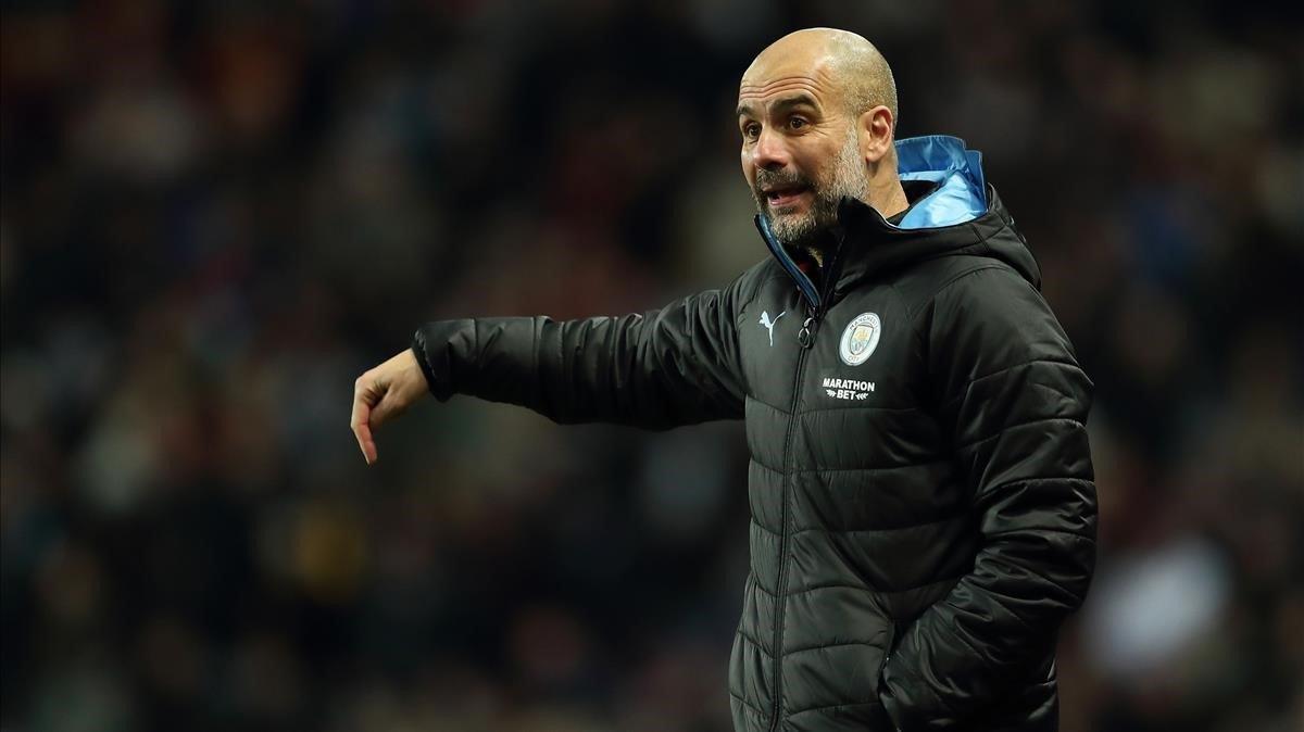 Guardiola, durante el choque del City en el Villa Park.