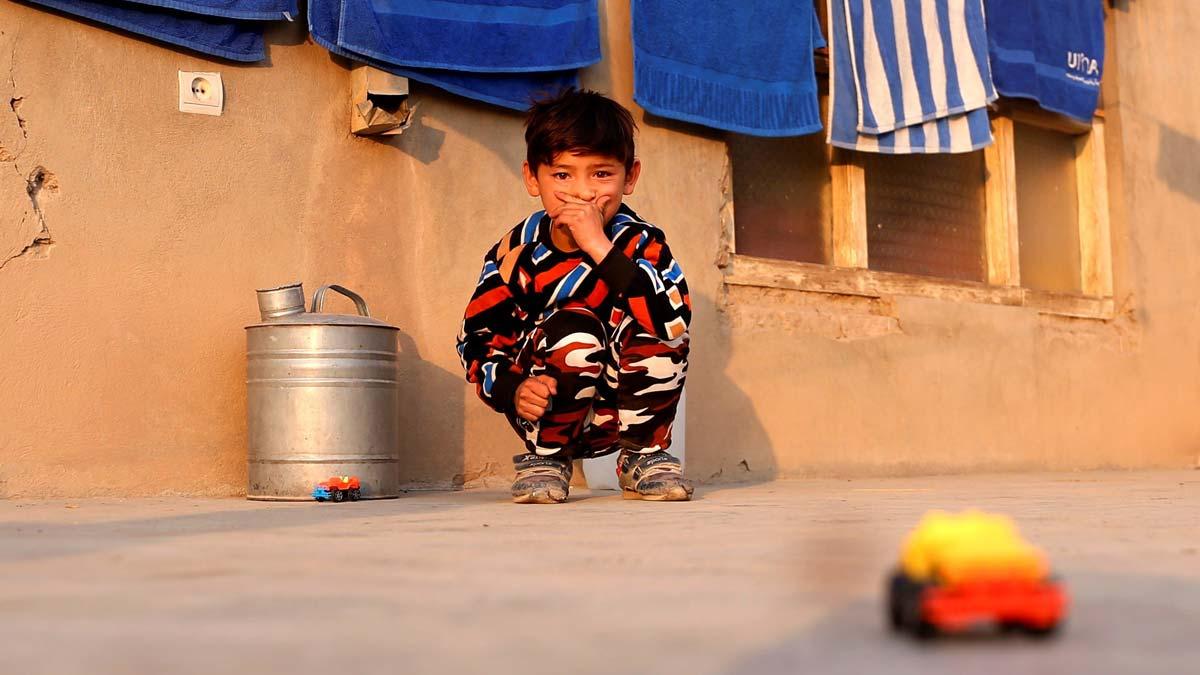 La guerra echa de casa al pequeño Murtaza, el niño afgano famoso por su improvisada camiseta de Messi.