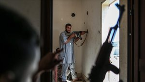 Un combatiente del Gobierno de Tripoli, que apoya la ONU, el pasado mes de agosto.