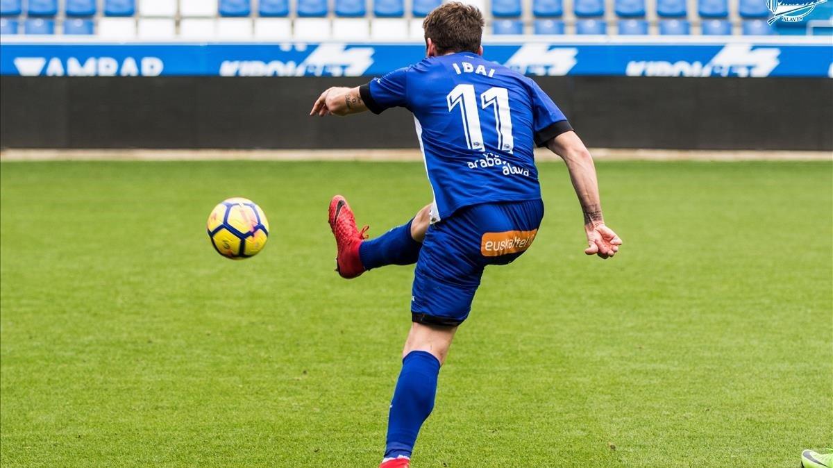 Ibai Gómez con el Deportivo Alavés.
