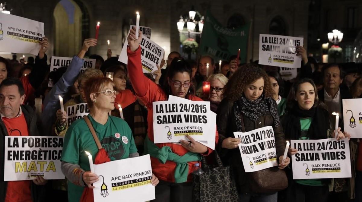 Protesta en Barcelona, el pasado mes de noviembre,por la muerte de una anciana en Reus, víctima de la pobreza energética.