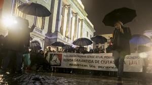 Manifestación en Barcelona para exigir el cobro de la renta, el pasado diciembre.