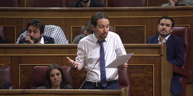 Iglesias hace un copy-paste en el Congreso de las preguntas de Évole a Rajoy.