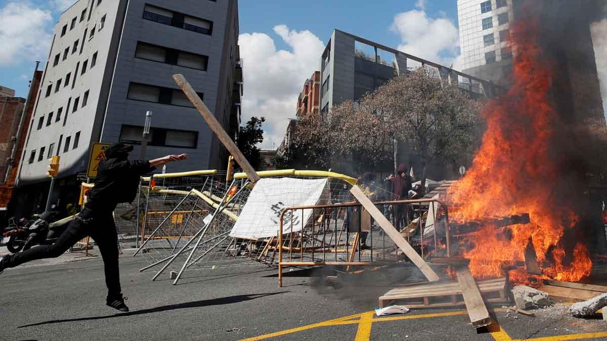 Incidentes en la manifestación en contra de la concentración de VOX enBarcelona.