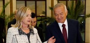 Islam Karímov, con la entonces secretaria de Estado de EEUU, Hillary Clinton, en una imagen del 2011.