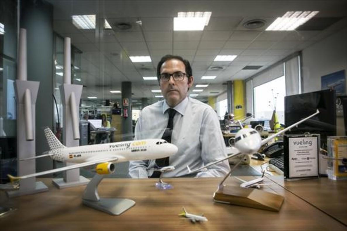 Javier Sánchez-Prieto, presidente de Vueling, en su despacho de las instalaciones de la compañía en el Polígono Mas Blau de El Prat de Llobregat.