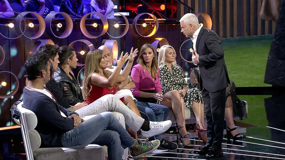 Jorge Javier Vázquez y Raquel en el plató de 'GH VIP 7'.