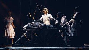 Escena del musical 'El jovencito Frankenstein', dirigido por Esteve Ferrer.